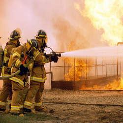 Treinamento contra incêndio em escolas
